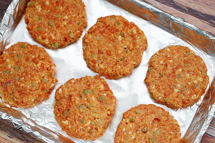 Buffalo Blue Cheese Salmon Cakes | Alaska Home Pack